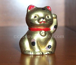 Gold Maneki Neko figurine